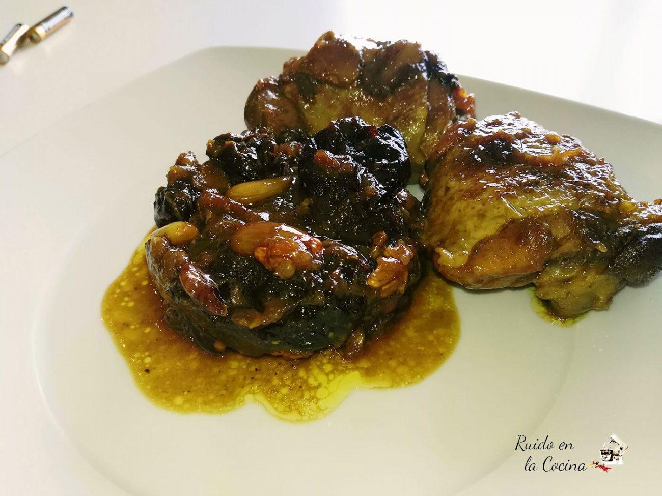 Pollo marroquí con frutos secos y ciruelas pasas