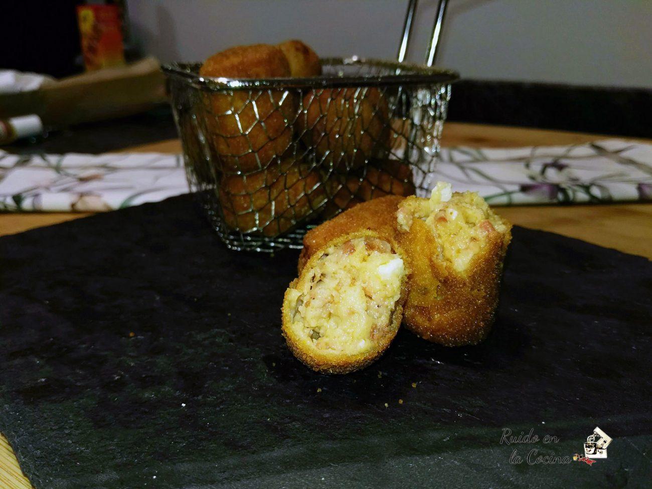 Croquetas de chorizo con huevos fritos