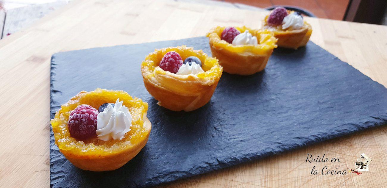 Tartaletas de lemon curd, con merengue y frutos rojos