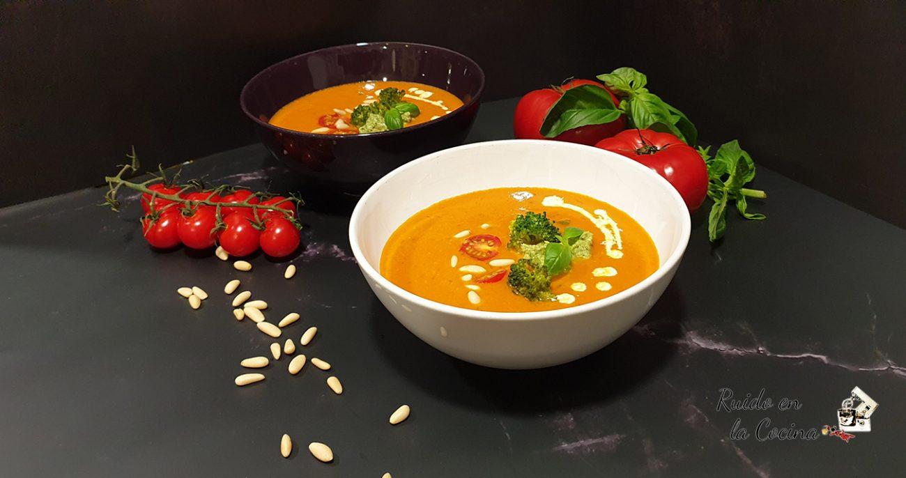 Crema de tomates asados con pesto de brócoli