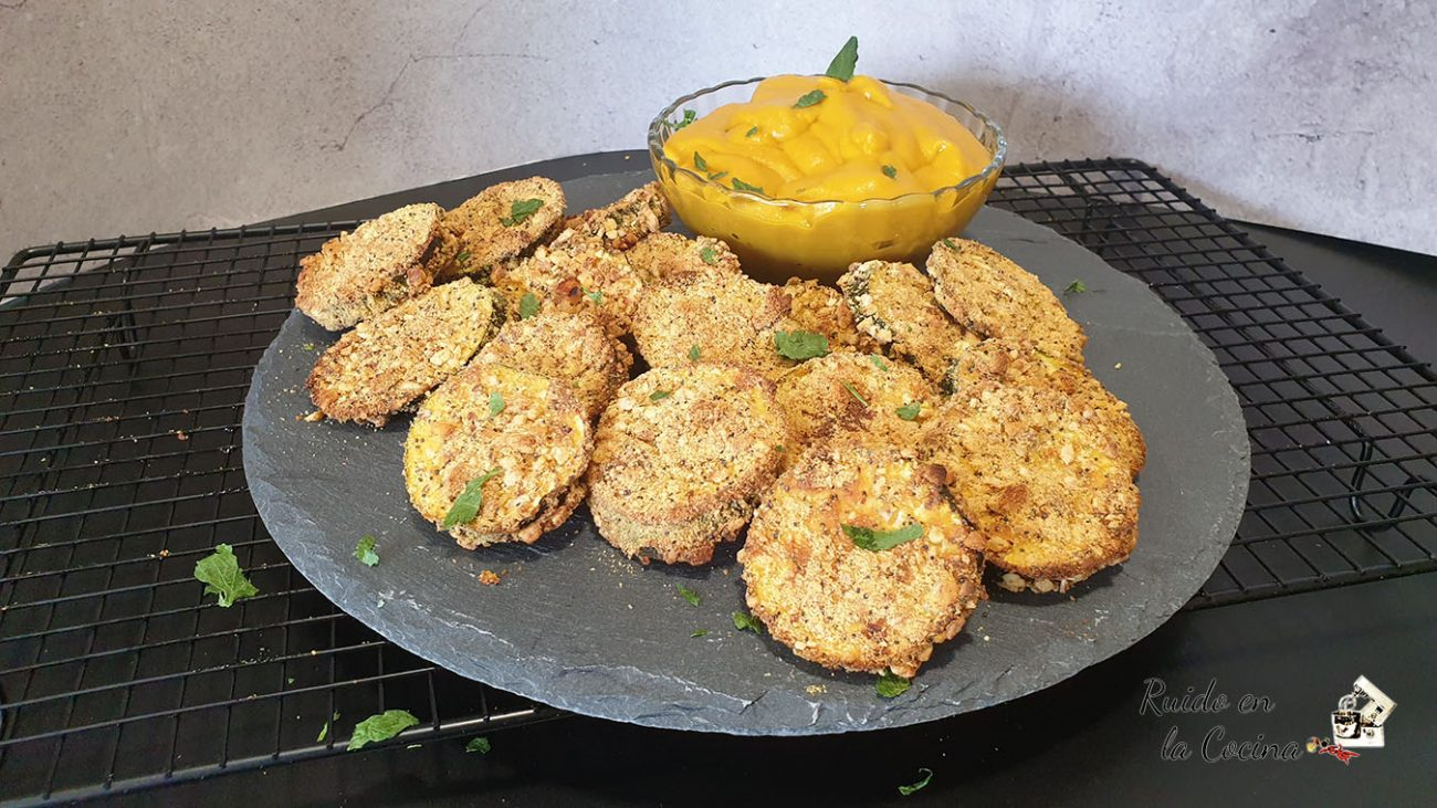 Calabacín crujiente con salsa de mango