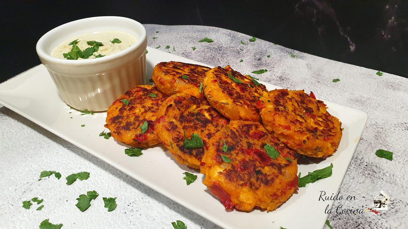 Tortitas de salmón con salsa tártara