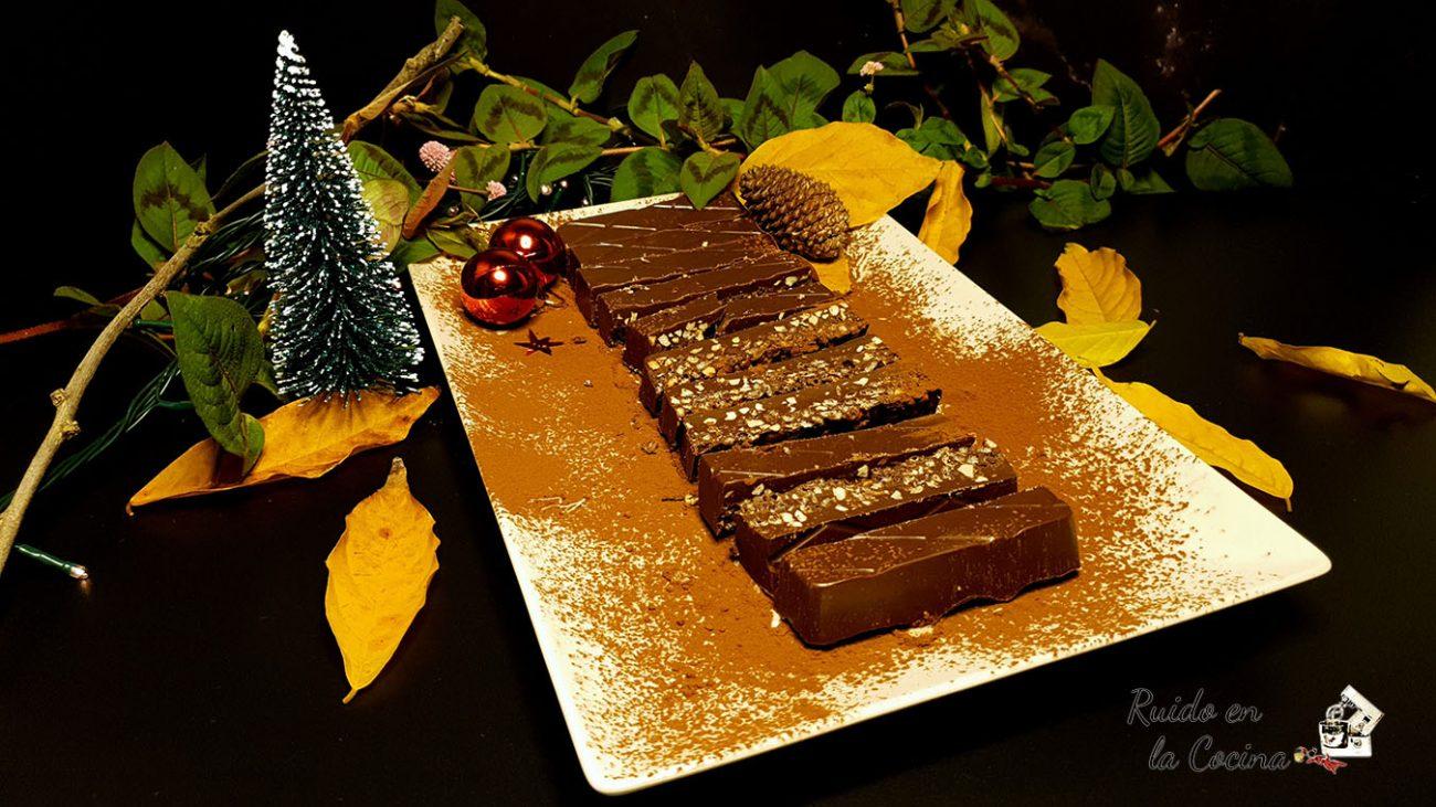 Turrón de chocolate crujiente con pistachos