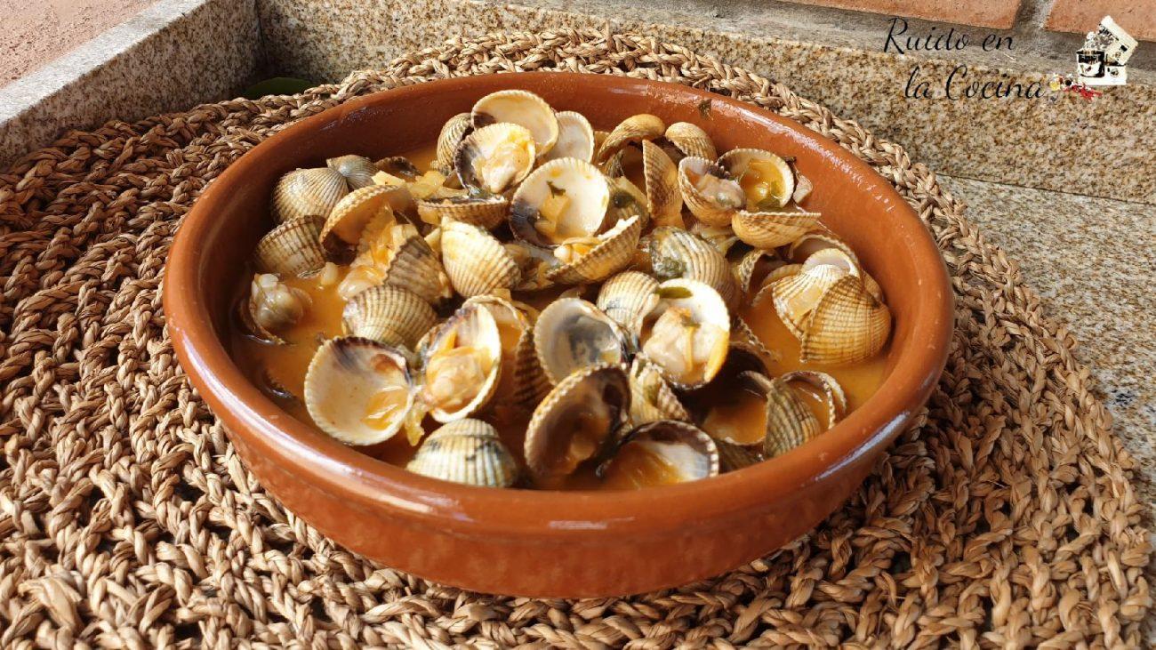 Berberechos en salsa de pimentón